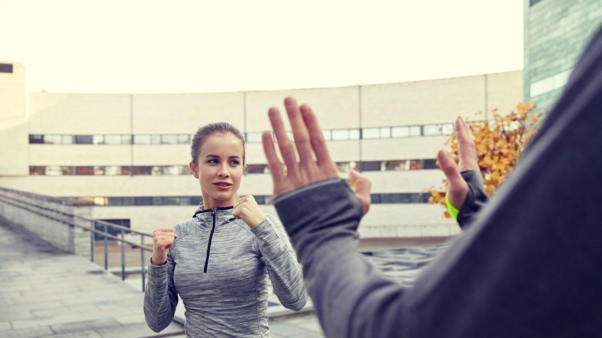 5 policyjnych zasad bezpieczeństwa, o których powinna pamiętać każda kobieta
