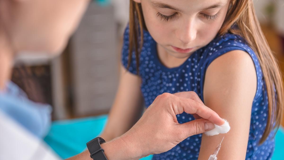 Coraz więcej Polaków nie szczepi dzieci. Za 6 lat może czekać nas epidemia!