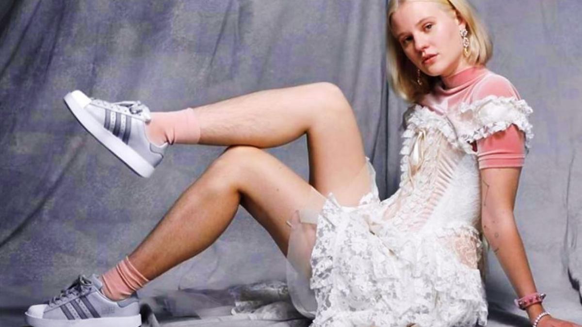 Dlaczego modelka w kampanii Adidasa ma nieogolone nogi? I dlaczego to wzbudza tyle emocji?