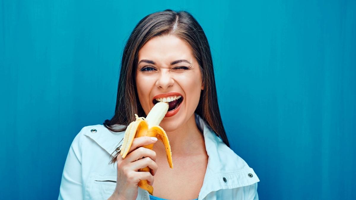 Egipska piosenkarka jadła banana w teledysku – władze uznały, że klip jest zbyt erotyczny i skazały ją na więzienie
