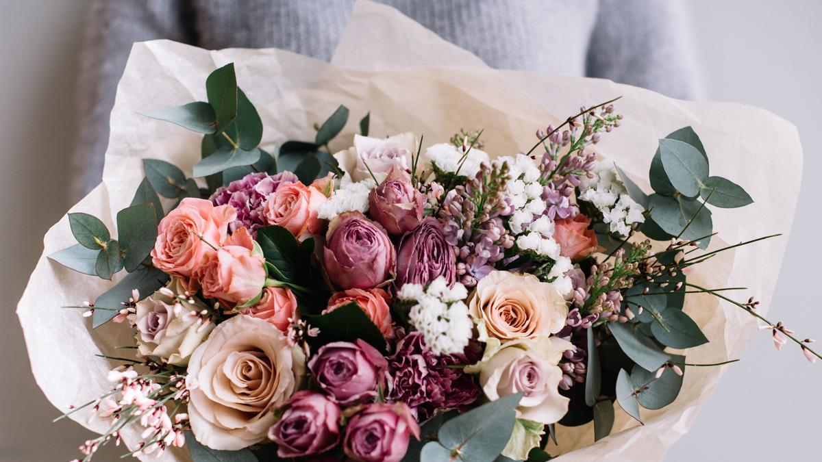 Jakie Kwiaty Dac Nowozency Jakie Kwiaty Nie Daja Na Slub Bukiet Na Slub Z Jego Wlasnymi Rekami Bridal Bouquet Pink Flower Bouquet Wedding Bridal Bouquet