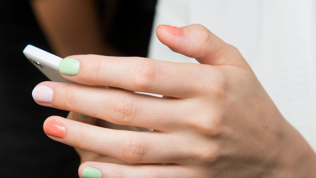 Hit sezonu! 7 najmodniejszych kolorów lakierów do paznokci na lato 2017