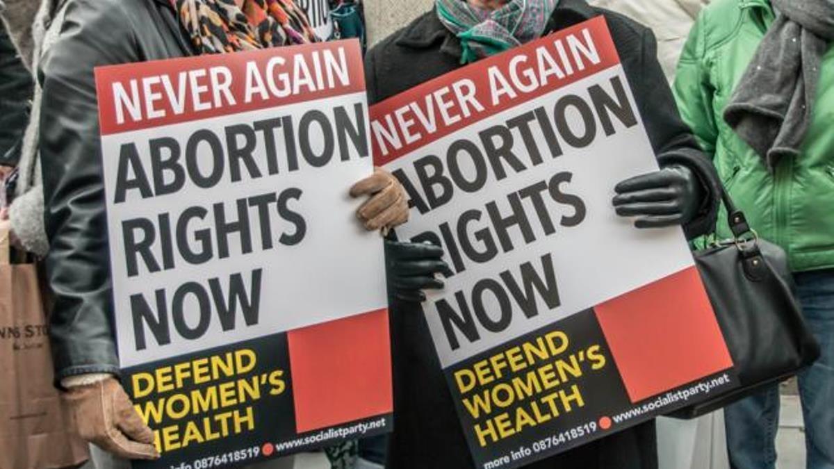 Irlandia wypłaci 30 tys. euro zadośćuczynienia kobiecie, która musiała pojechać do Anglii by usunąć ciążę