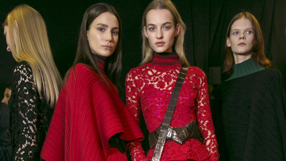 Makijaż Do Czerwonej Sukienki Jak Wykonać Polkipl