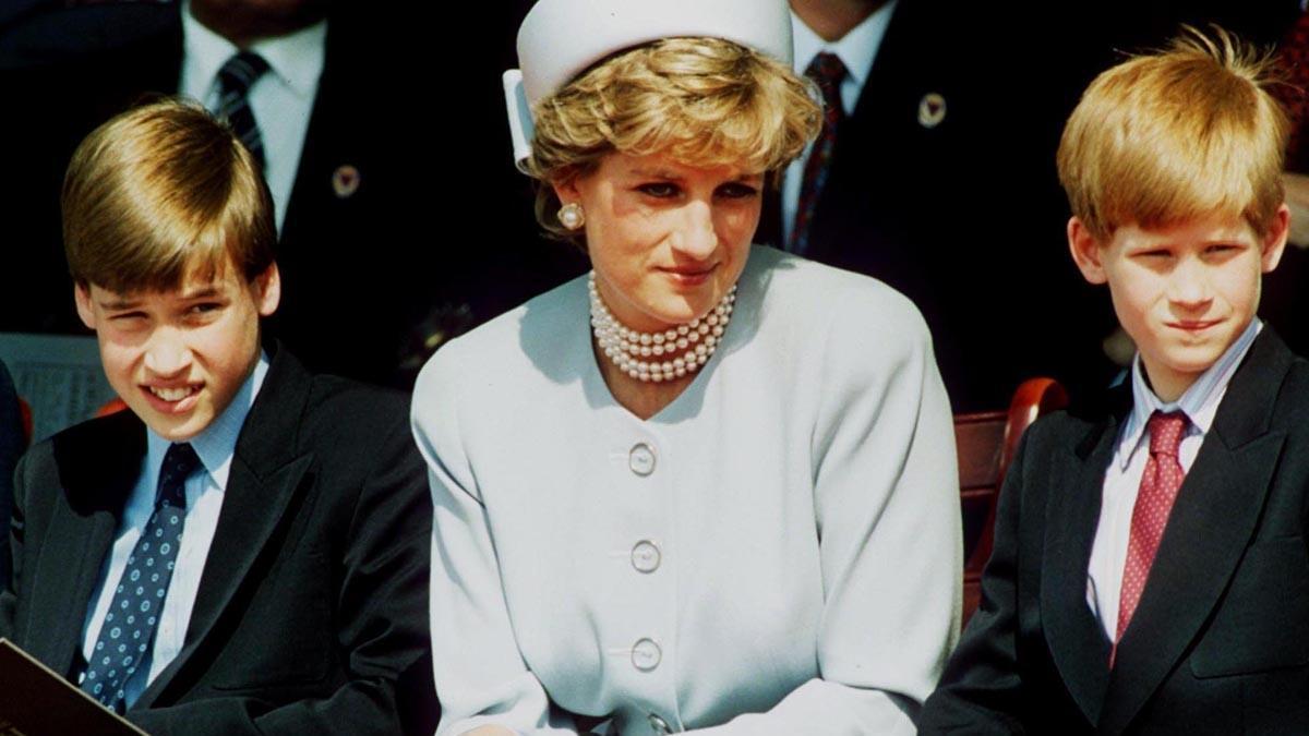 Książę Karol żałował, że nie urodziła mu się córka? Te słowa złamały serce Diany...