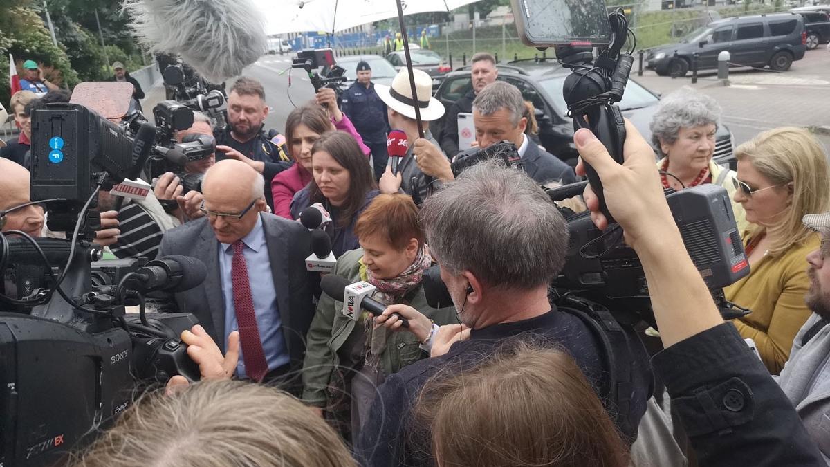 """""""Łatwiej było wjechać do oblężonego Sarajewa, niż wejść do Sejmu"""" - Janina Ochojska wspiera protest niepełnosprawnych"""