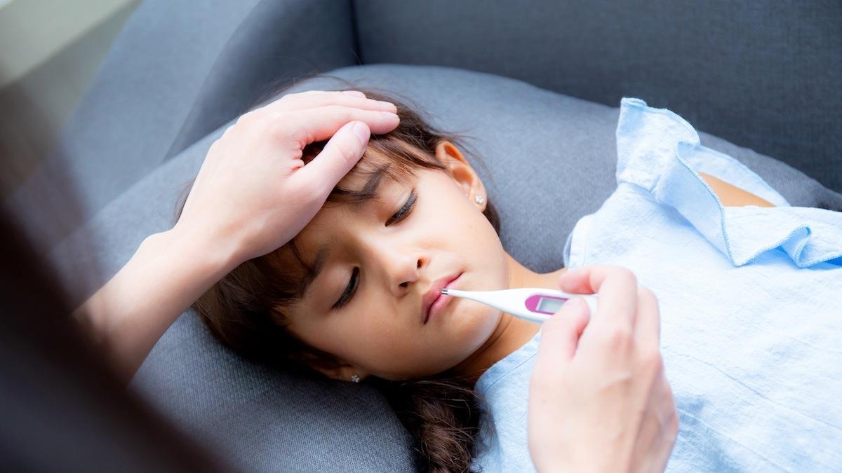 Mononukleoza to nie zwykłe przeziębienie. Poznaj jej objawy!
