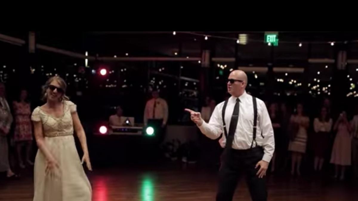 Najbardziej oryginalny taniec weselny jaki widziałyśmy! Panna młoda i jej ojciec zaskoczyli wszystkich!