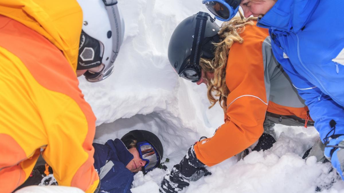 Nawet 30 osób mogło zginąć po zejściu lawiny na górski hotel we Włoszech. Trwa akcja ratunkowa