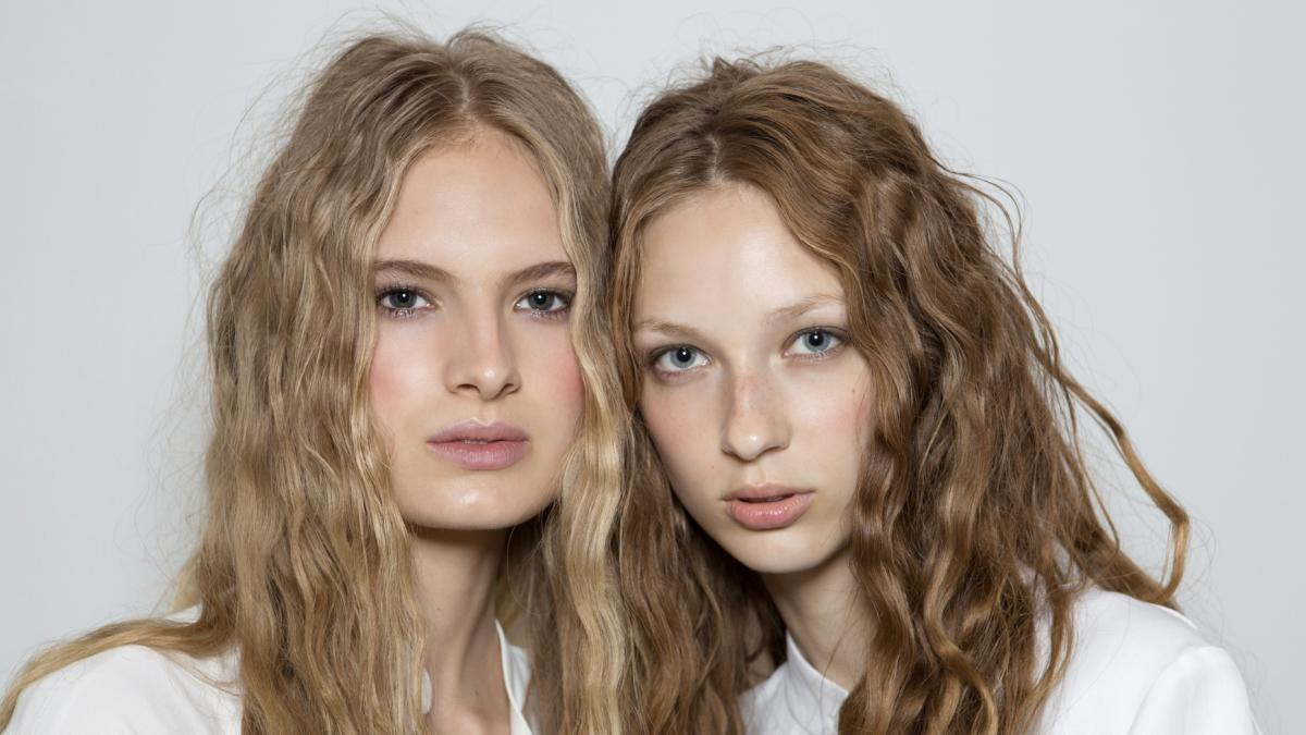 Nie tylko odżywki! Dzięki tym kosmetykom odżywisz włosy, zniszczone na słońcu!