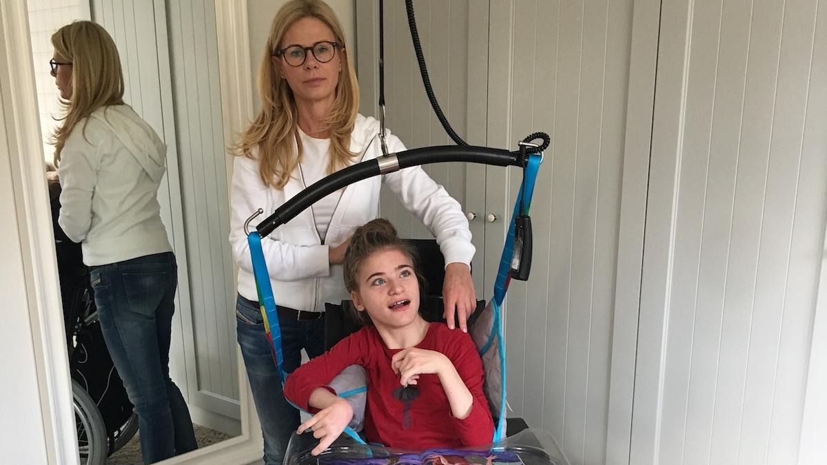 """""""Od 17 lat nie zjedliśmy razem posiłku w spokoju. Od 17 lat samotnie zmagamy się z chorobą córki"""" – matka upośledzonej Oli o tym, jak wygląda życie z niepełnosprawnym dzieckiem"""