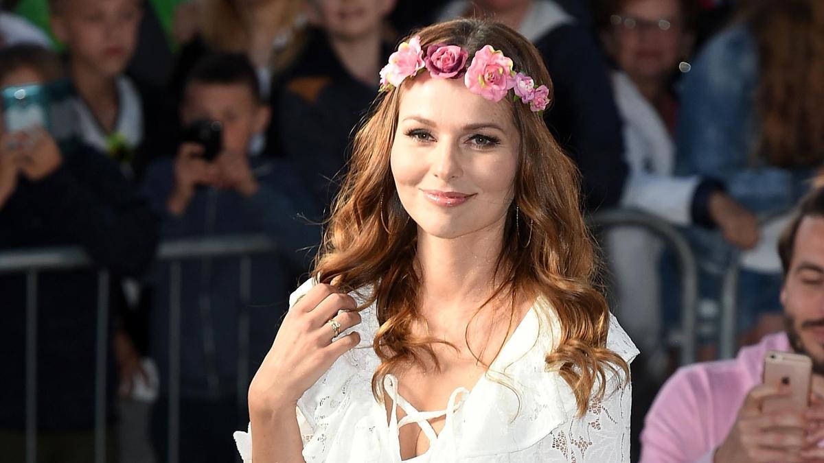 Paulina Sykut-Jeżyna w modnej spódnicy w kwiaty. Teraz kupisz ją za 119 zł!