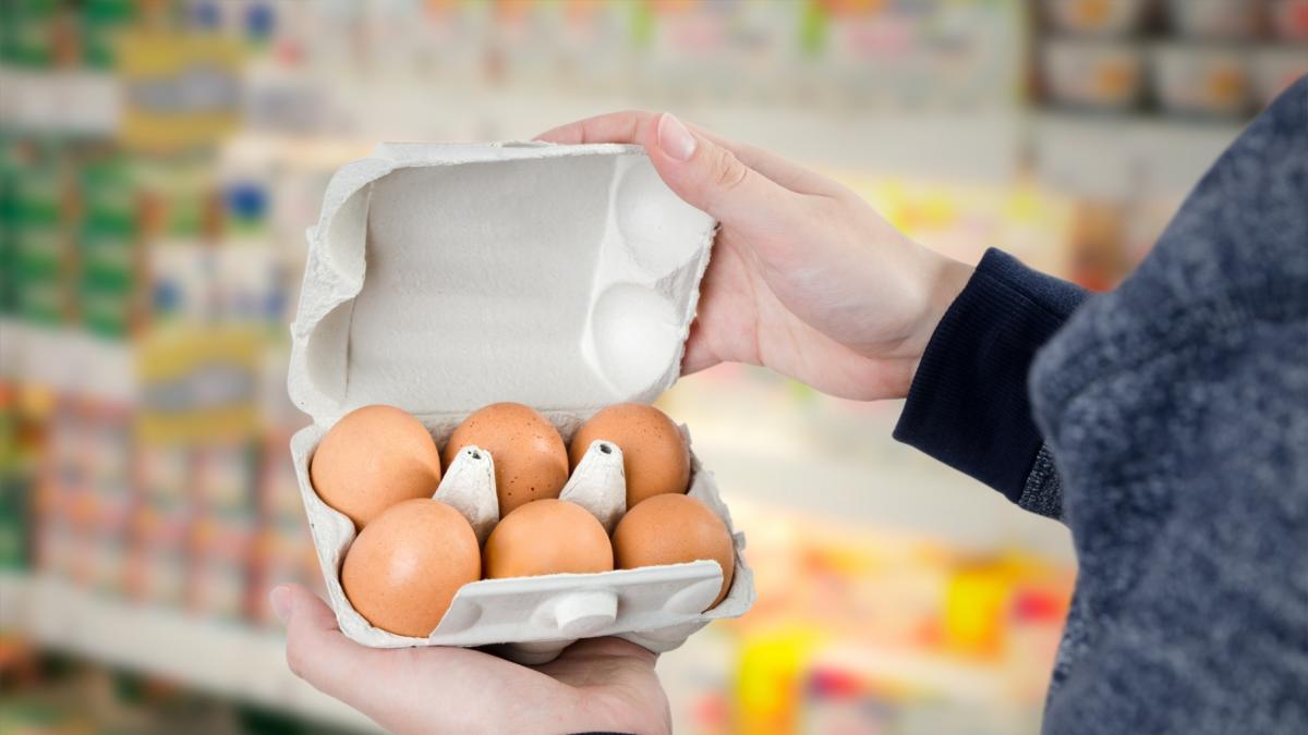 Po raz pierwszy od 30 lat w sklepach może zabraknąć jaj. I to przed Bożym Narodzeniem!