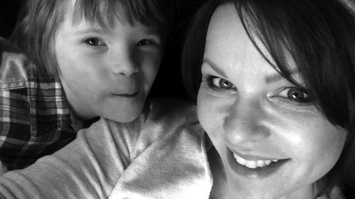 """""""Przez te wszystkie lata mój syn nauczył mnie więcej niż ja kiedykolwiek będę w stanie nauczyć jego"""" – matka dziecka z Zespołem Downa uruchamia niezwykły projekt"""