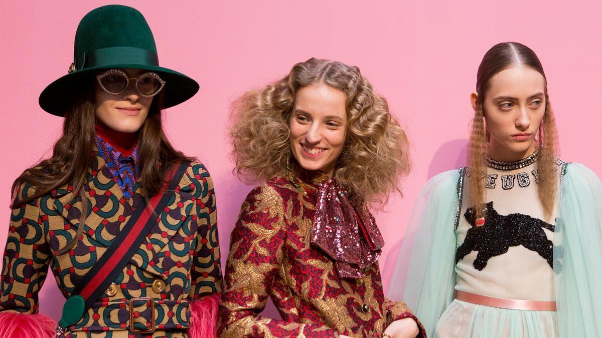"""""""Przyczyniacie się do śmierci stylu"""". Nowa wojna o modę: dziennikarki kontra blogerki. Kto wygrywa?"""