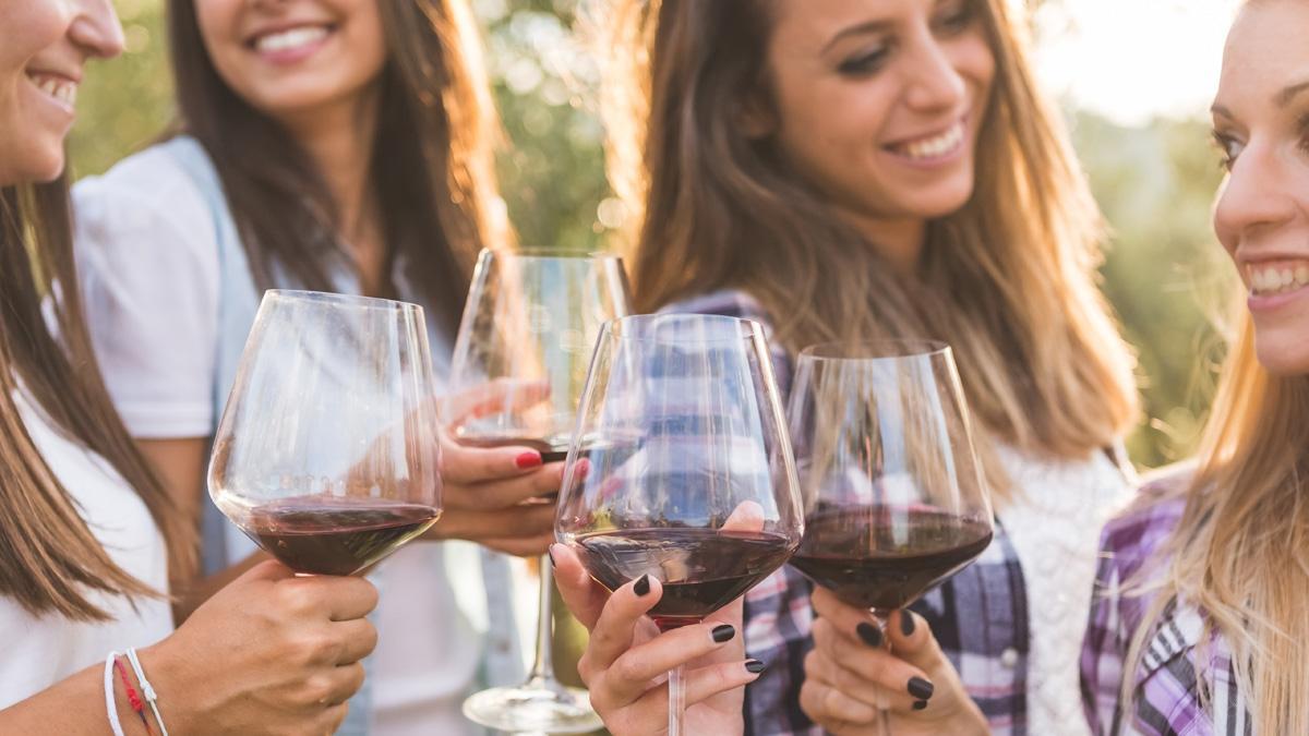 Rewelacyjny wynalazek! Wino, które nie powoduje kaca. Jak to możliwe?