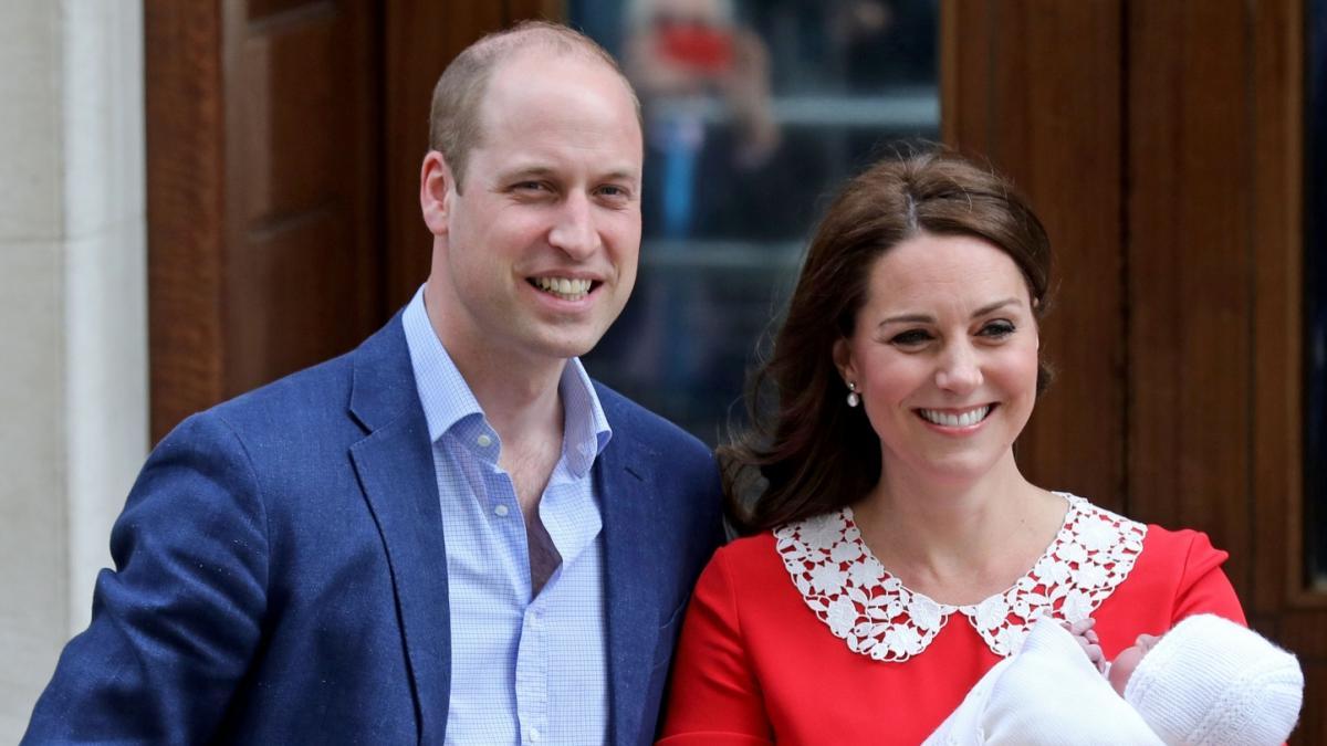 Ta sukienka przejdzie do historii! Księżna Kate zaprezentowała światu drugiego syna w kreacji, która nie jest przypadkowa