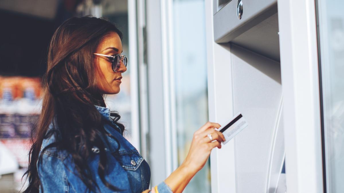 Uwaga na prace serwisowe tych banków! W weekend nie zapłacisz kartą i nie wypłacisz gotówki!