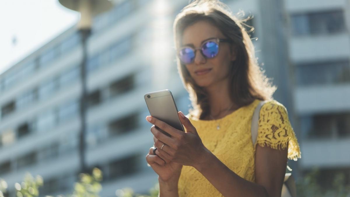 Uwaga, nowe oszustwo na telefon. Przez tego smsa możesz stracić pieniądze!