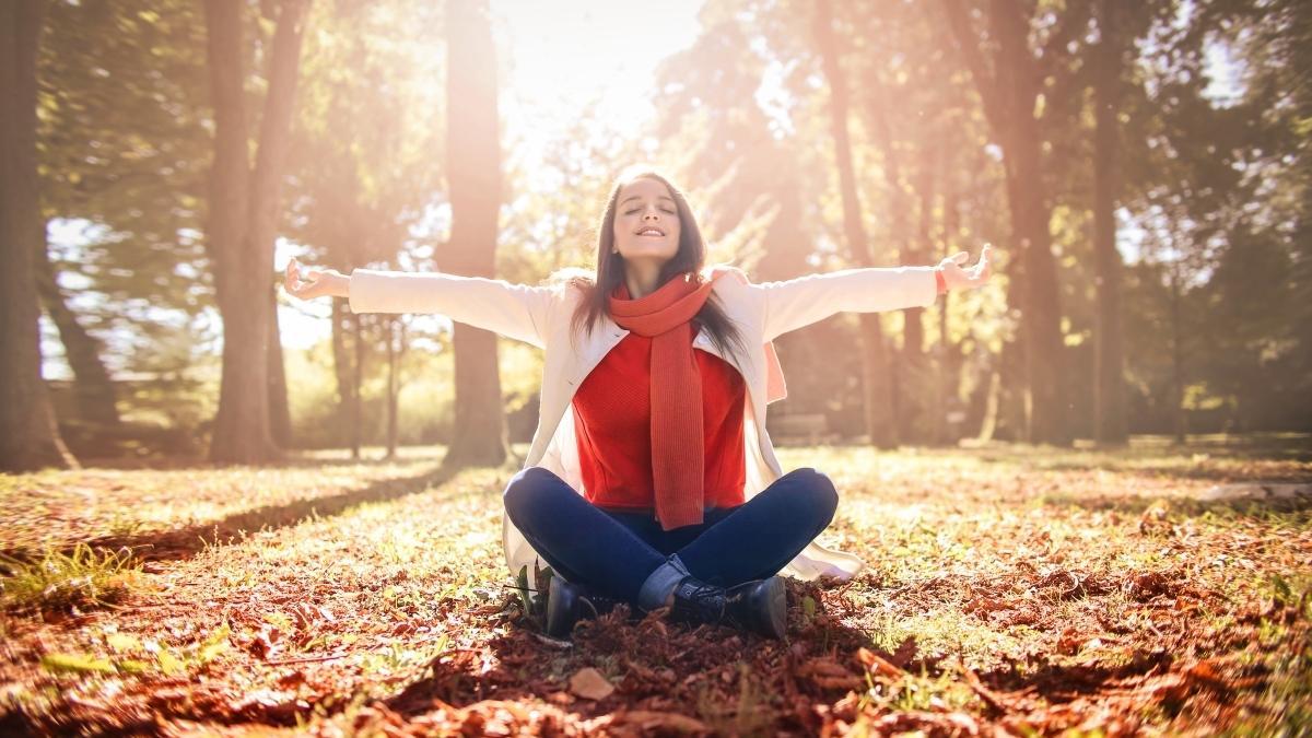 Witamina D - ważna, gdy zaczyna się jesień. Kiedy, jak i ile należy jej przyjmować?