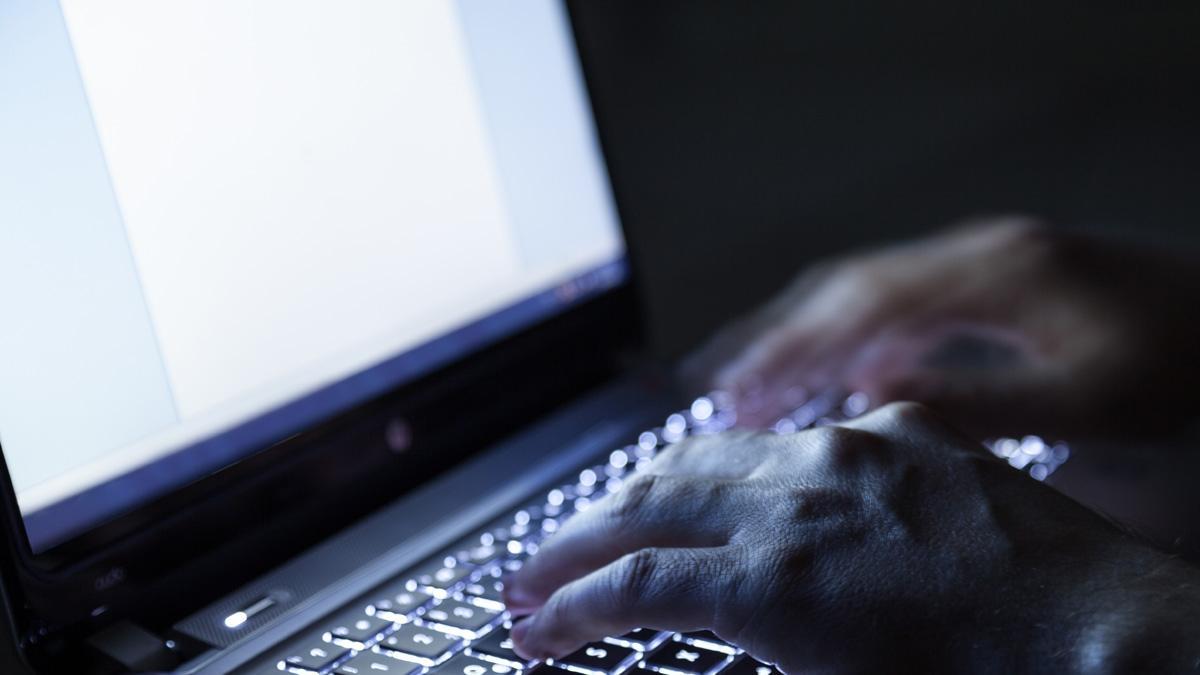 Zmasowany atak hakerów na Polskę. Premier powołuje sztab kryzysowy