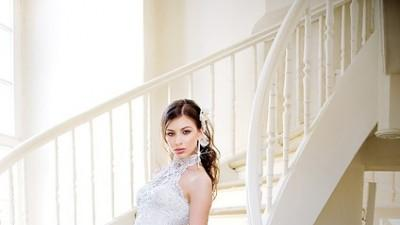Annais Bridal model Donna