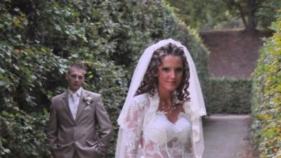bajeczna suknia ślubna z błyszczącego tiuli i francuskiej koronki