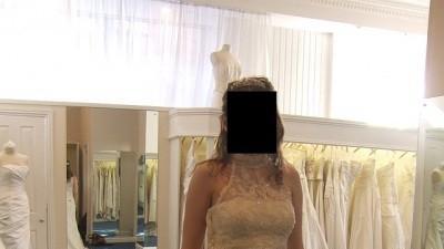 Bakowa hiszpańska suknia pokryta kryształkami svarowskiego