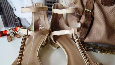 beżowe sandały nude gwiazd ala Valentino 41