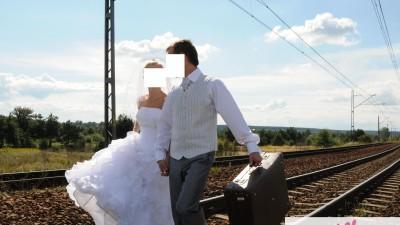 Biała kamizelka ślubna z krawatem