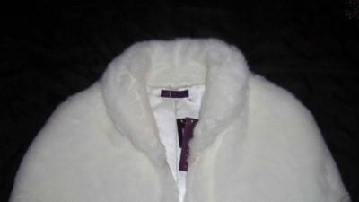 Biała pelerynka