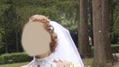 Biała prosta suknia