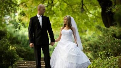 Biała suknia ślubna Victoria z Domu Mody Jacqualine