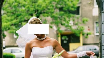 Biała suknia z gorsetem