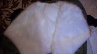Biała woalka futerkowa