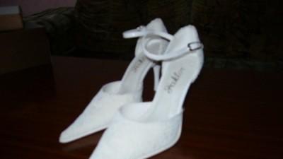 Białe buciki ślubne rozmiar 38 bardzo wygodne