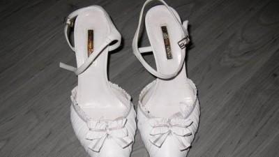 Białe buty luksusowej firmy włoskiej Marino Fabiani rozm. 40