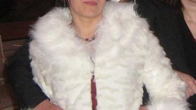 Biale krotkie futerko