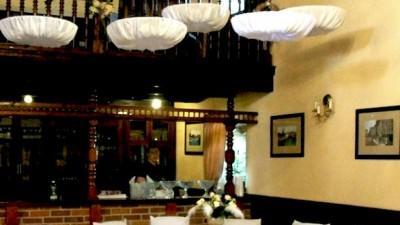 Białe pokrowce na krzesła Wrocław