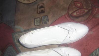 białe ślubne buty 39