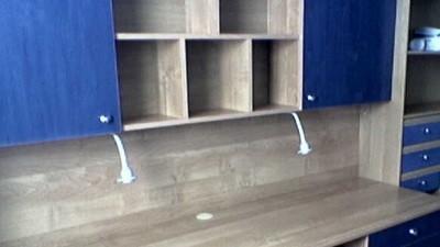 Biurko duże +  szafki wiszące