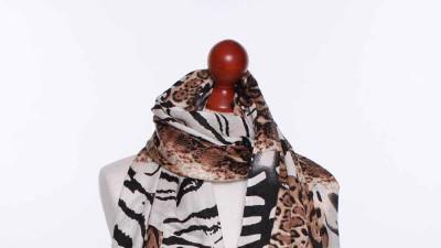 Brązowy elegancki szal Wężowa skórka