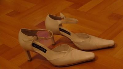 Buty białe rozm. 39