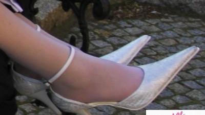 buty slubne rozm. 39 biale ze srebrnym tloczeniem