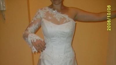 Cudna Suknia ślubna FARAGE wykończona Swarovskim