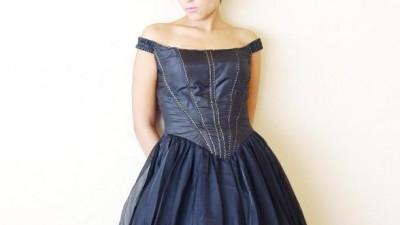Czarna suknia balowa