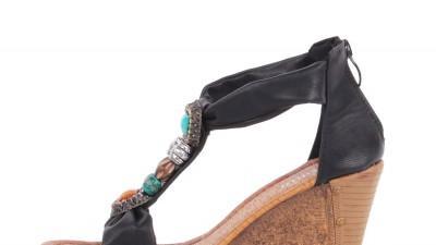 Czarne sandały na koturnie Kamyki