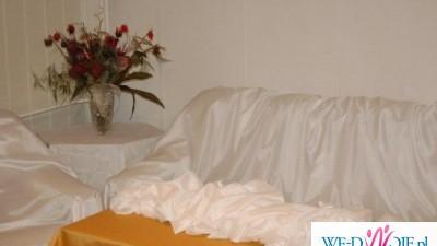 Dekoracje ślubne, Biały materiał dekoracyjny , bordowe róże, girlanda 9m