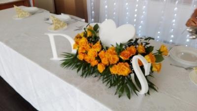 Dekoracje Ślubne , ślubne dywany do wynajęcia , kompozycję kwiatowe
