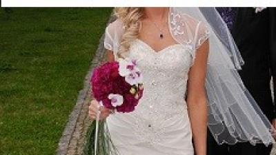 Delikatna i pełna elegancji suknia ślubna